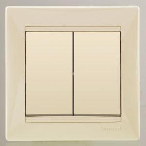 Выключатель в рамку с/у Legrand Valena 695605, 2 клавиши, 10А, 230В, IP20, бежевый